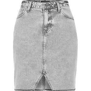 Jupe en jean grise avec découpes à l'ourlet