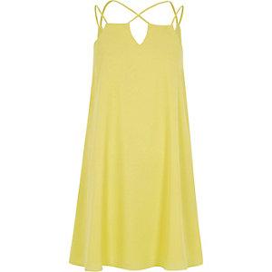 Robe jaune à bretelles croisées