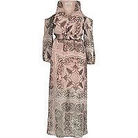 Robe longue beige à motif cachemire et épaules dénudées