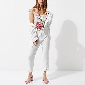 Petite – Weiße, kurz geschnittene Hose mit Quasten