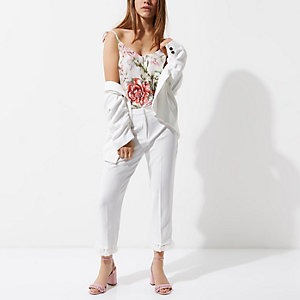 RI Petite - Witte cropped broek met kwastjes aan de zoom
