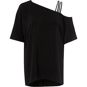 Zwarte top met bandjes en blote schouder