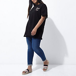 RI Plus - Zwart T-shirt met 'road trip' en zoom met kwastjes