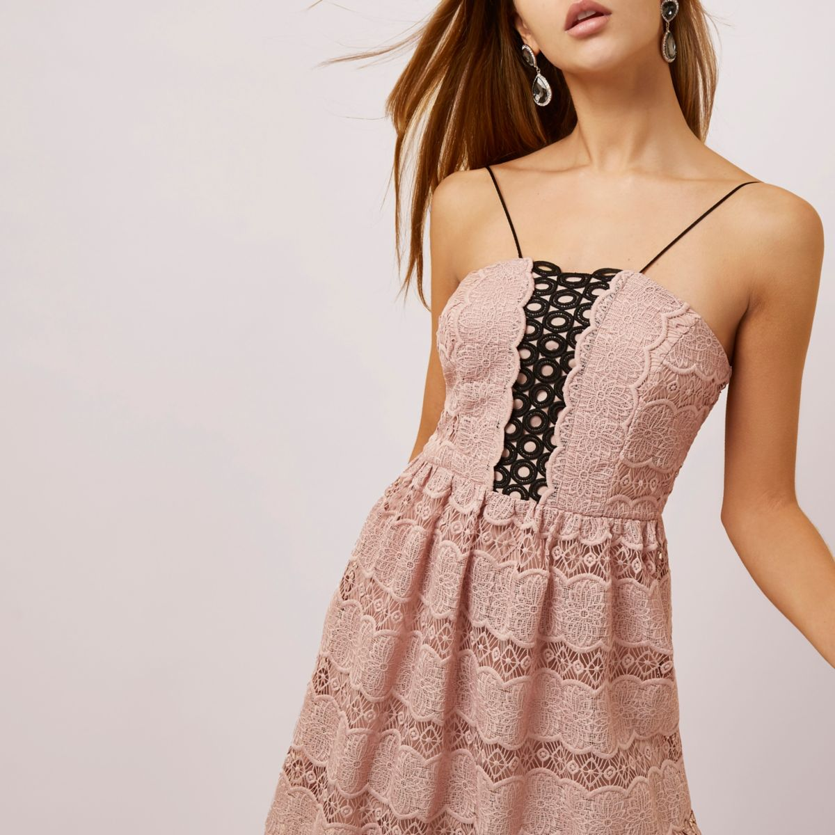 Lichtroze kanten cami midi-jurk