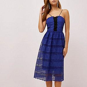 Blaues, mittellanges Trägerkleid aus Spitze