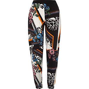 Pantalon de jogging en jersey noir flammé à fleurs