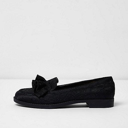Black jacquard ruffle loafers
