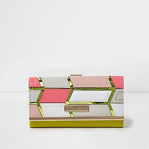 Roze portemonnee met uitsnede en metallic druksluiting