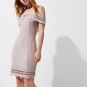 Petite – Robe Bardot ajustée rose avec dentelle