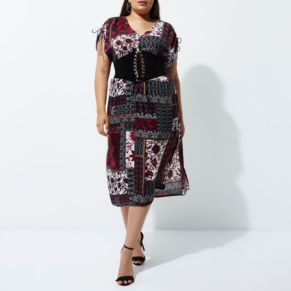 Plus purple tile print ruched midi dress