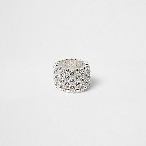 Zilverkleurige ring met siersteentjes