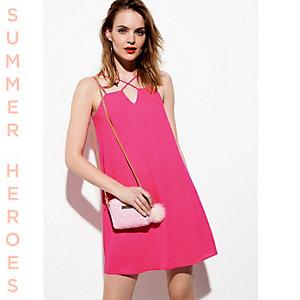Roze slipdress met gekruiste bandjes