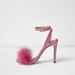 Roze satijnen pluizige minimalistische sandalen