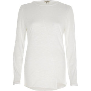T-shirt blanc asymétrique à manches longues