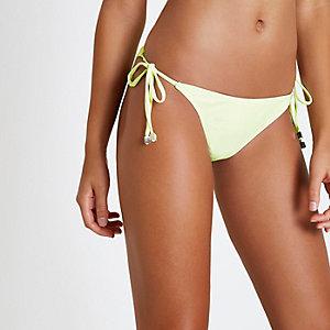 Bas de bikini jaune fluo noué sur les côtés