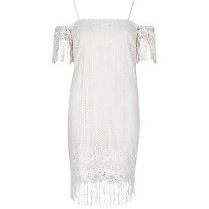 Weißes, schulterfreies Trägerkleid mit Spitze