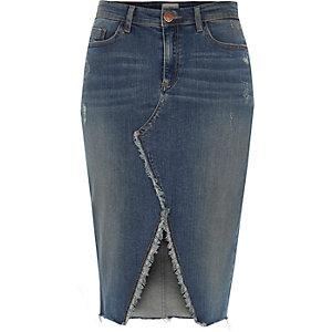 Mittelblauer Jeans-Bleistiftrock mit Schlitz und Fransensaum