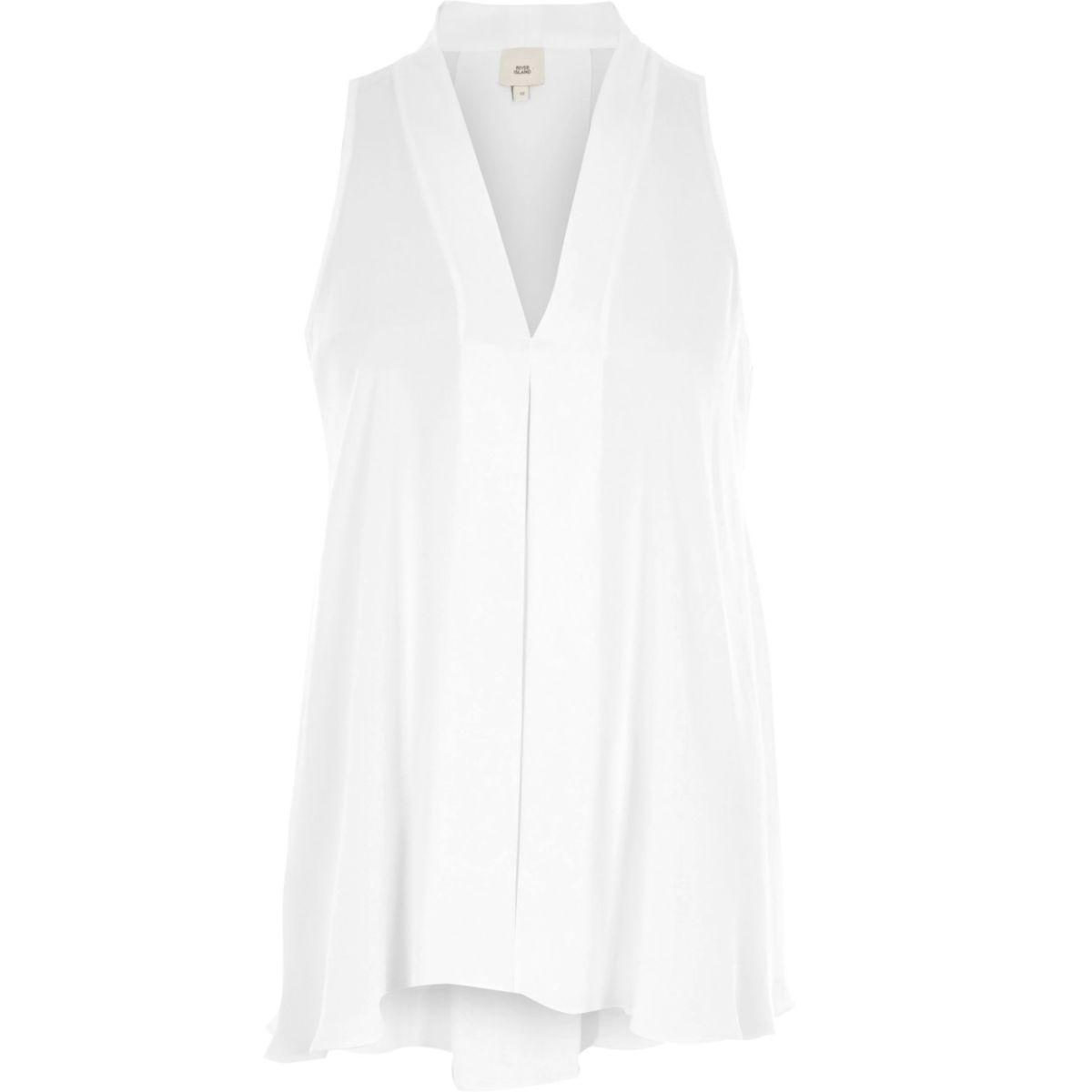 Weiße, ärmellose Bluse mit V-Ausschnitt