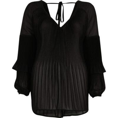 Zwarte plissé blouse met ruches aan de mouwen