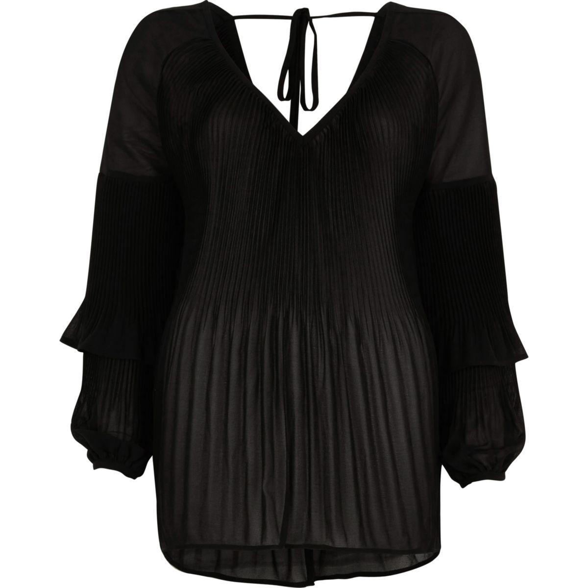 Schwarze Bluse mit Rüschen