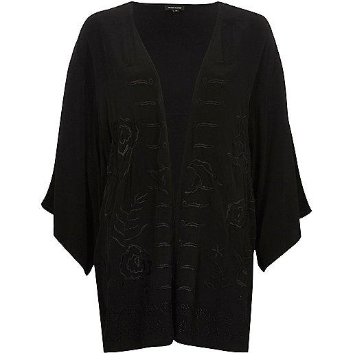 Zwarte kimono met franje en geborduurde bloemen