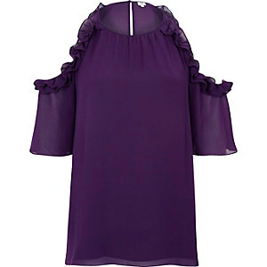 Chemisier violet à épaules dénudées et volants