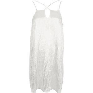 Weißes, strukturiertes Satin-Kleid