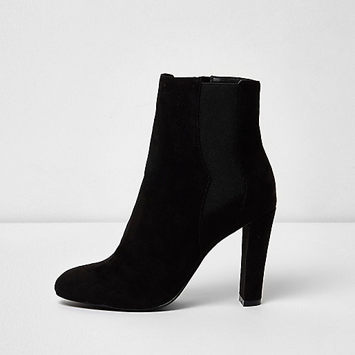 Black heeled chelsea boots