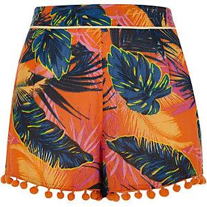 Oranje short met bladprint, pompon en kwastjes aan de zoom