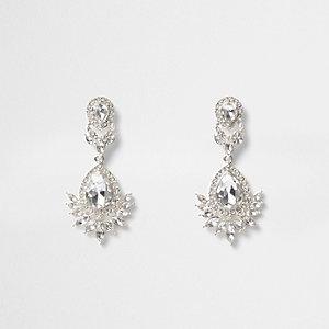 Pendants d'oreilles argentés ornés de cristaux