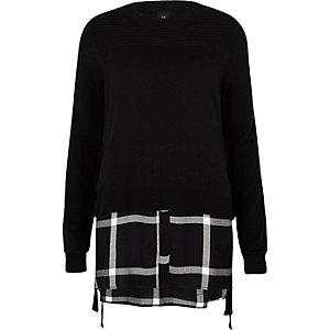 Pull noir noué sur les côtés avec chemise à carreaux en-dessous