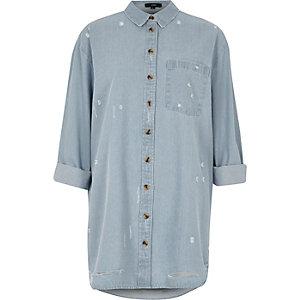 Chemise en jean bleu clair oversize usée