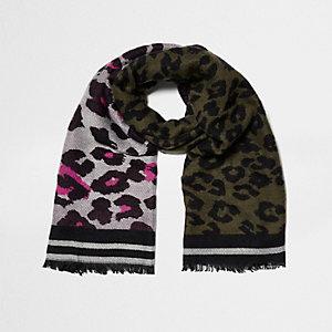 Écharpe imprimé léopard kaki et rose