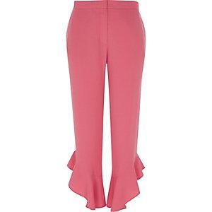 Pantalon court droit rose avec ourlet à volant