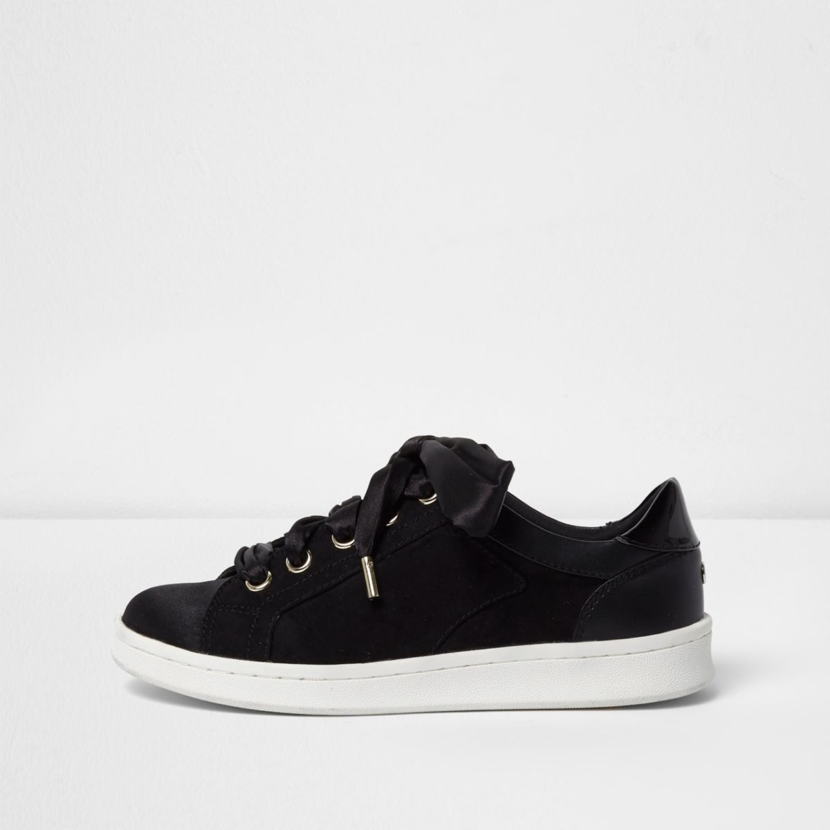 Black ribbon lace-up sneakers