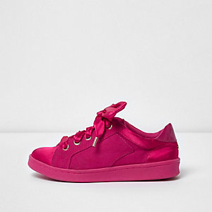 Lichtroze sneakers met linten