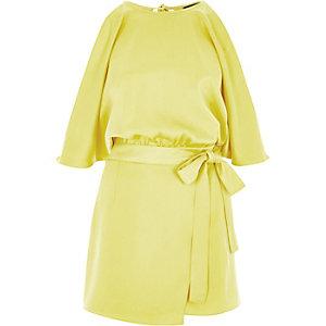 Combi-short jaune drapé façon jupe-short à épaules dénudées