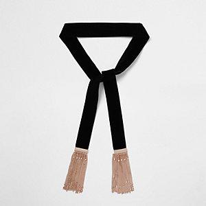 Zwarte fluwelen sjaal met kwastjes en ketting