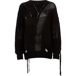 Schwarzer Pullover im Gitterdesign