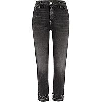 Bella – Schwarze Straight Leg Jeans mit offenem Saum
