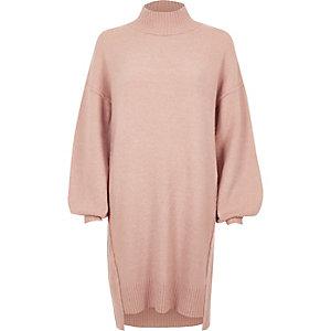 Lichtroze gebreide trui-jurk met ballonmouwen