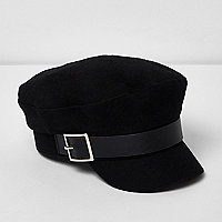 Black buckle baker boy hat