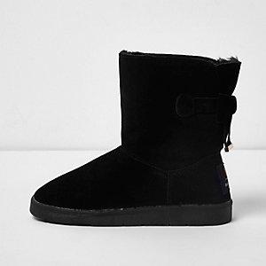 Zwarte suède laarzen met strik achter en voering van imitatiebont