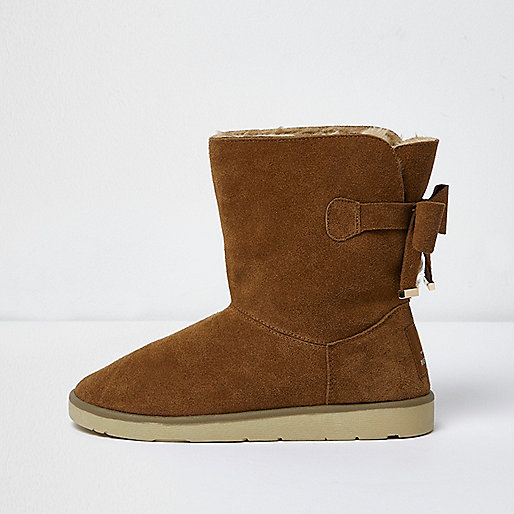 Light brown bow faux fur lined short boots