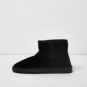 Black faux fur lined short boots