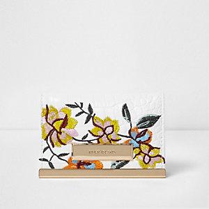 Porte-cartes blanc avec broderies florales