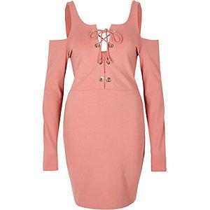 Pinkes Bodycon-Kleid mit Schulterausschnitten