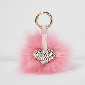 Porte-clés duveteux rose motif cœur
