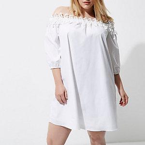 Plus – Weißes Bardot-Kleid mit Häkelbesatz