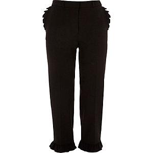 Pantalon court noir à bordures à volants